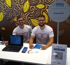 Sérgio Correia da Silva e Pedro Henrique do Nascimento, representantes da Sangue Bom, presentes na Nestlé Beyond Food