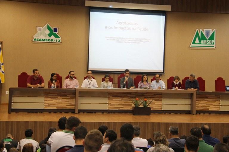 Representantes das entidades que conduziram a discussão