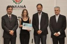 Foto da premiação da aluna Flávia Manente da Silva, Câmpus Medianeira, na 31ª edição do prêmio