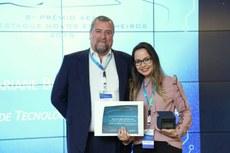 Mariane recebe prêmio AEA de Engenharia (Foto: Divulgação)