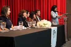 Vice-reitora Vanessa Ishikawa Rasoto fala em evento do Dia da Mulher no Câmpus Curitiba