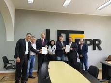 Ato de assinatura de liberação de R$ 2 milhões para o Câmpus Londrina (Foto: Decom)