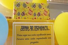 Urna no Câmpus Curitiba recebe cartas de desabafo e apoio (Foto: Decom)