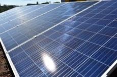 Paineis fotovoltaicos expostas na área externa do Câmpus Pato Branco (Foto: Decom)