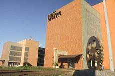 Fachada do Campus Toledo, no Oeste do PR (Foto: Decom)