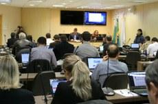 Conselho Universitário reunido em Curitiba nesta terça, dia 26 (Foto: Decom)