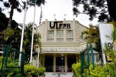 Fachada da sede da UTFPR, em Curitiba (Foto: Decom)