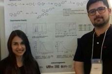 A aluna Mayana, ao lado de seu orientador, professor Tiago Camargo
