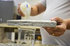 Pesquisas começaram com o reaproveitamento de resíduos de vidros na construção civil