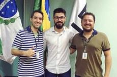 Professor Alexandre Paschoal, aluno Bruno Fonseca, e o professor Fabio da Rocha Vicente, durante a Banca do programa