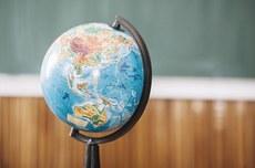 Globo em sala de aula   Foto: Freepik