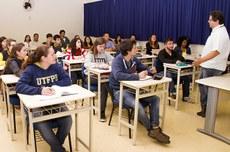 Alunos em sala de aula do Câmpus Apucarana (Foto: Decom)