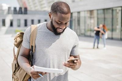 Aplicativo UTFPR Mobile disponibiliza informações acadêmicas (Imagem: Freepik)