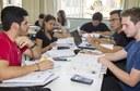 Alunos em sala de estudos na UTFPR (Foto: Decom)