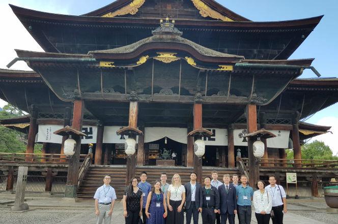Estudantes no Templo Zenko-ji | Foto: Guilherme Mattiello