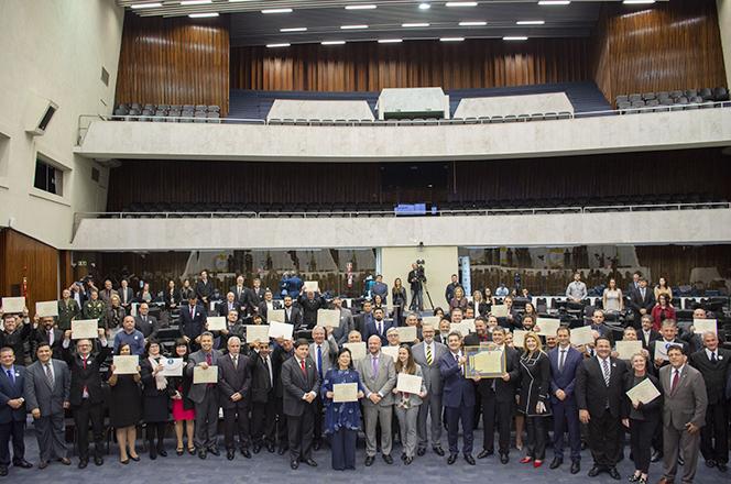 Dirigentes da UTFPR recebem homenagem na Alep (Foto: Decom)