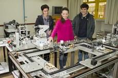 Alunos em laboratório no Câmpus Ponta Grossa. Pesquisa foi um dos pontos de destaque da UTFPR (Foto: Decom)