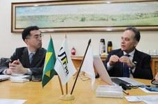 Yu Sengoku (Universidade de Shinshu) e Maurício Mendes (UTFPR)