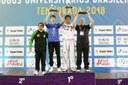 Destaque - Momento da premiaçâo das Instituições campeãs. Lucas Ostapiv, representando a UTFPR, campeã geral do JUBs Lutas Taekwondo masculino..jpg