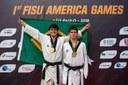 Irmãos Ostapiv,  Lucas (campeão) e Gabriel (vice-campeão) com as medalhas conquistadas no PanAmericano.jpg